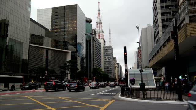 vídeos de stock, filmes e b-roll de avenida paulista - ônibus