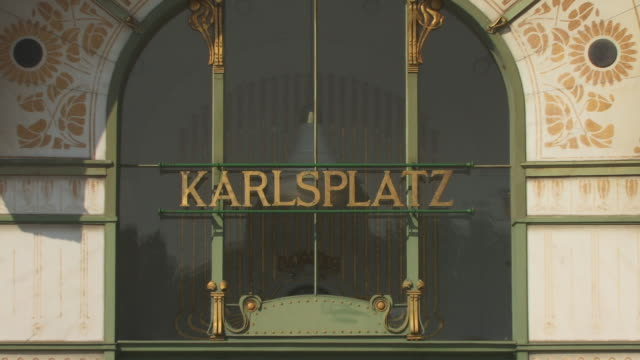 cu, zo, ms, pavilion at karlsplatz stadtbahn station, vienna, austria - カールスプラッツ点の映像素材/bロール