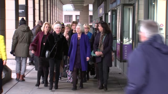 stockvideo's en b-roll-footage met arrivals of female bbc staff at portcullis house; england: london: portcullis house: int **beware flash photography** female bbc employees chatting... - kate silverton