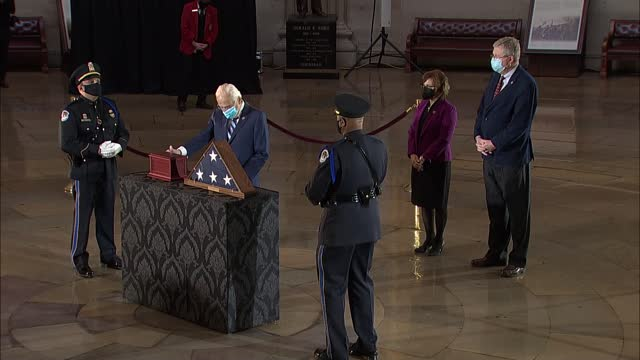 pay respects to late capitol police officer brian sicknick who lay in honor in capitol rotunda hours before memorial service and final departure for... - 光栄点の映像素材/bロール