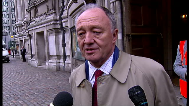 stockvideo's en b-roll-footage met police protest in london over 'unfair' pay deal; england: london: ext ken livingstone interview sot - speaks about his disagreements with the... - ongerechtigheid