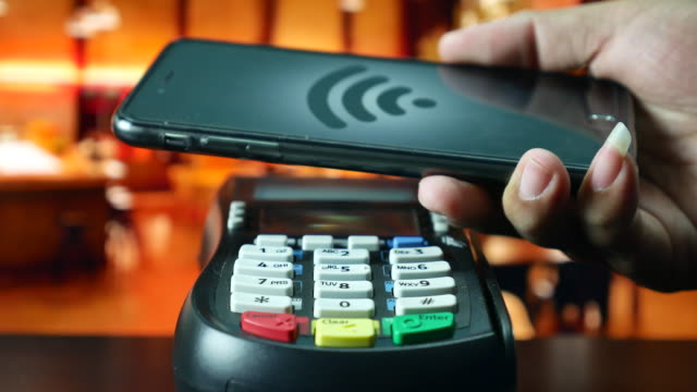 Paying by smart phone on Credit card reader, Contactless payment
