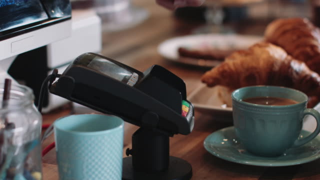 vidéos et rushes de payment with smart phone in café - paiement mobile