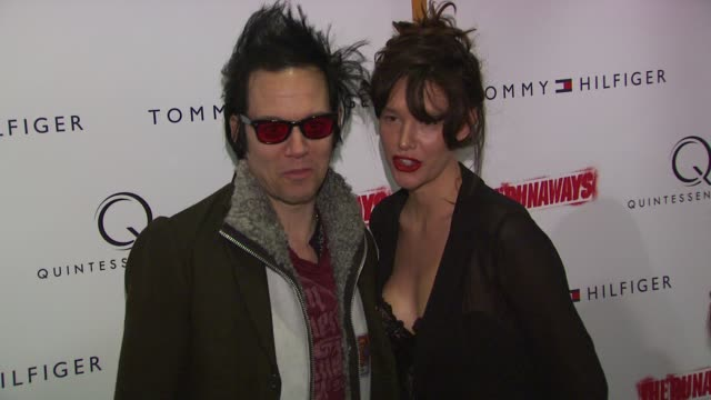 stockvideo's en b-roll-footage met paz de la huerta and guest at the 'the runaways' new york premiere at new york ny - la paz filmtitel