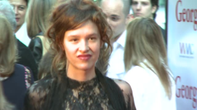 stockvideo's en b-roll-footage met paz de la huerta at the 'georgia rule' premiere at ziegfeld theatre in new york new york on may 8 2007 - la paz filmtitel