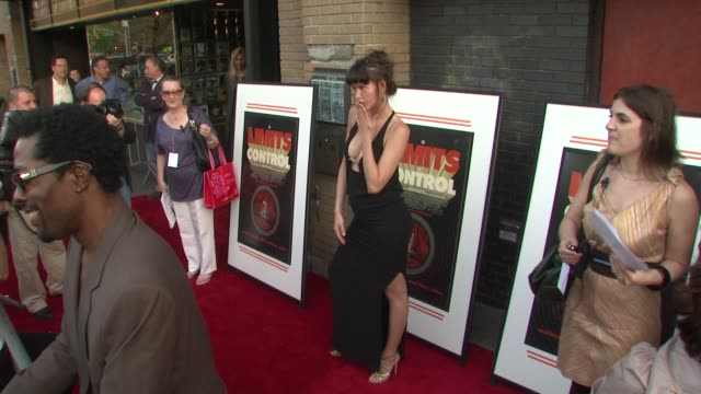 stockvideo's en b-roll-footage met paz de la huerta at the the new york special screening of 'the limits of control' at new york ny - la paz filmtitel