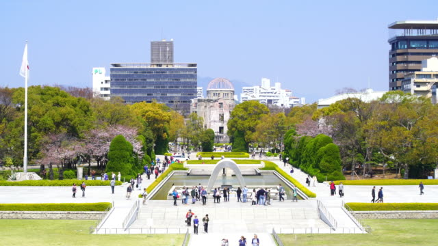 peace memorial park in hiroshima, japan - guerra del pacifico video stock e b–roll