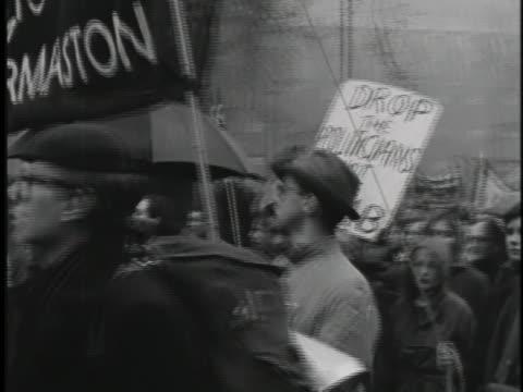 peace protesters march through london's trafalgar square - aldermaston stock videos & royalty-free footage