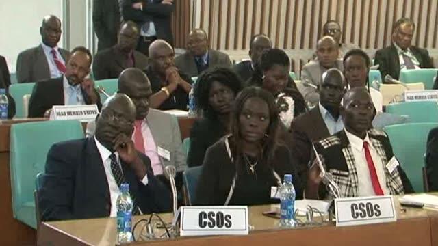 vídeos y material grabado en eventos de stock de peace talks to end south sudans civil war resumed monday but fighting continued with gunmen shooting dead an aid worker amid warnings of looming... - el cuerno de áfrica