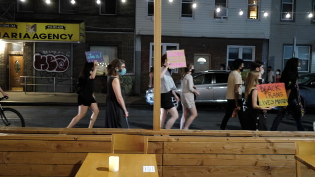 peaceful and weekly protest march for social justice through the streets on september 4, 2020 in greenpoint, brooklyn. for 99 days, the mccarren... - social justice concept bildbanksvideor och videomaterial från bakom kulisserna