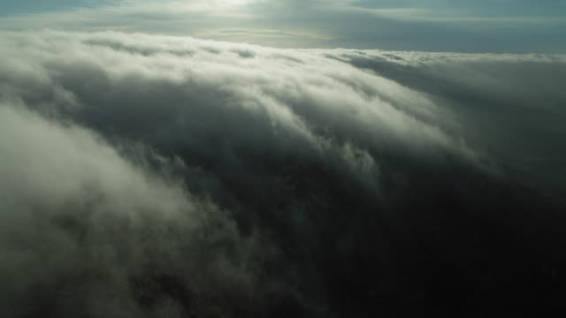 vídeos de stock, filmes e b-roll de peaceful view of a cloudscape - meteorologia