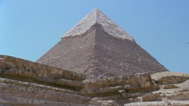 la ws zi peak of pyramid of chephren near stone wall / giza, egypt - 1992 stock videos & royalty-free footage