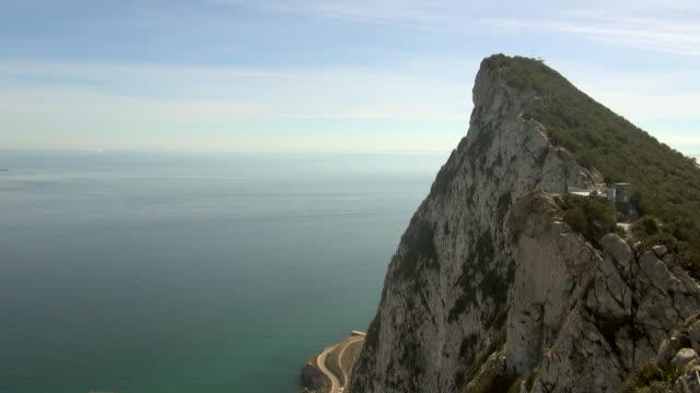 peak of rock of gibraltar with winding road and sea - gibraltar bildbanksvideor och videomaterial från bakom kulisserna