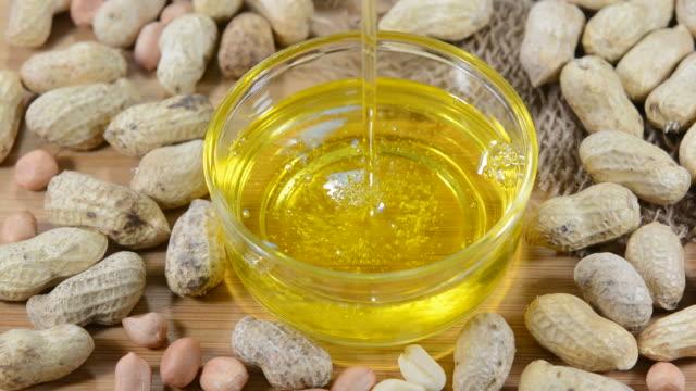vidéos et rushes de peanut oil - huile de table
