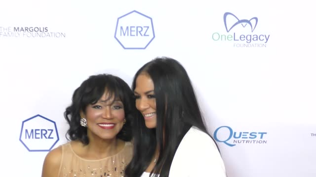 vídeos de stock, filmes e b-roll de pearl grimes and sheila e at the carry 10th annual gala at the beverly hilton hotel on november 17 2017 in beverly hills california - sheila e