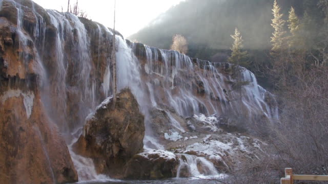 pearl shoal waterfalls, jiuzhaigou valley, sichuan, china - 四川省点の映像素材/bロール