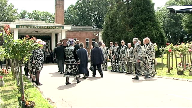 pearly kings and queens pay their respects to larry barnes east finchley ** music overlaid sot ** coffin carried from hearse pearly kings outside... - finchley stock videos and b-roll footage