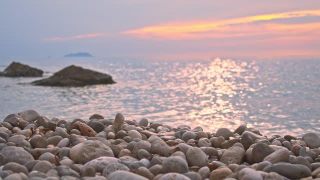 SLO MO Pebble beach bei Sonnenuntergang