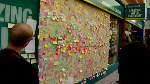 peckham community responds to rioters with 'wall of love' project; tx 10.8.2011 various shots 'peckham peace wall' and people looking at... - peckham stock videos & royalty-free footage