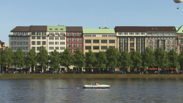 ws, pedal boat on lake alster, row of houses in background, hamburg, germany - pedal boat stock videos and b-roll footage