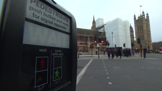 pedestrian crossing outside houses of parliament showing wait sign and countdown - number stock videos & royalty-free footage