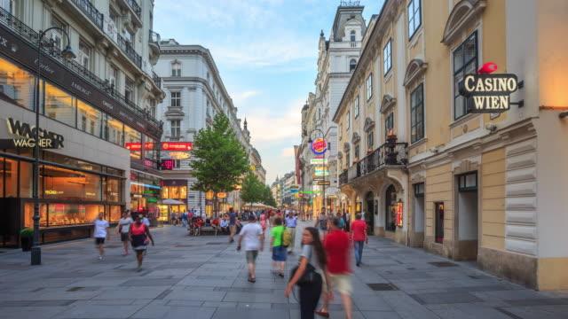 Fußgängerzone voll Kartner shopping Straße Wien-Dämmerung