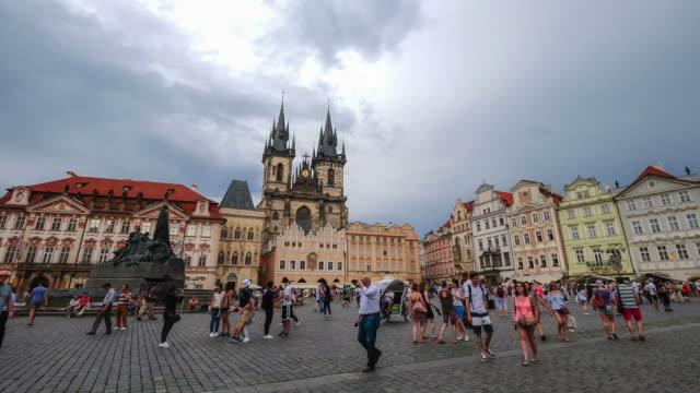 歩行者混雑旧市街広場, プラハ, チェコ共和国