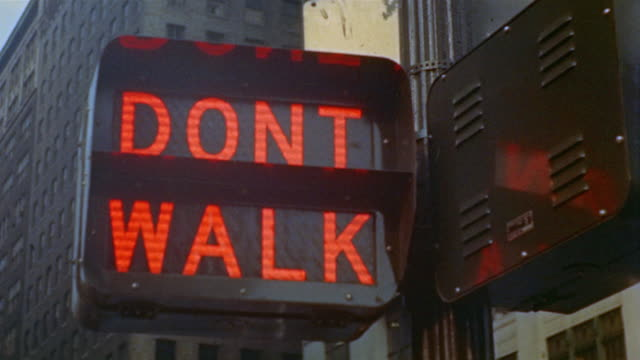stockvideo's en b-roll-footage met 1955 cu pedestrian 'don't walk' signal changing to 'walk' / new york city - 1955