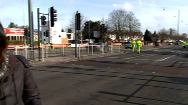 pedestrian killed in hit and run incident in osterley; england: west london: osterley: ext police officers around incident tent where a pedestrian... - road closed englisches verkehrsschild stock-videos und b-roll-filmmaterial