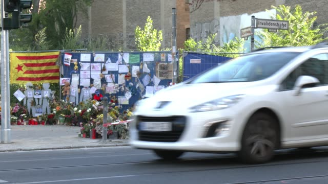 pedestrian look at flowers and candles left by mourners at the site of a september 6 traffic accident that killed four pedestrians on september 19... - sports utility vehicle stock-videos und b-roll-filmmaterial