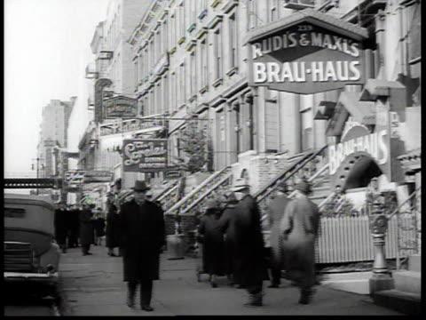 vidéos et rushes de 1938 pedestrian traffic along 86th street in new york city's german-american neighborhood, beside the brau-haus / new york, usa - 1930
