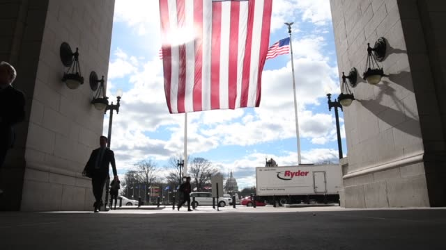 pedestrians and onlookers come to view the setup for the inaugural platform at the us capitol in washington dc us on wednesday jan 18 2017 shots... - u bahnsteig stock-videos und b-roll-filmmaterial