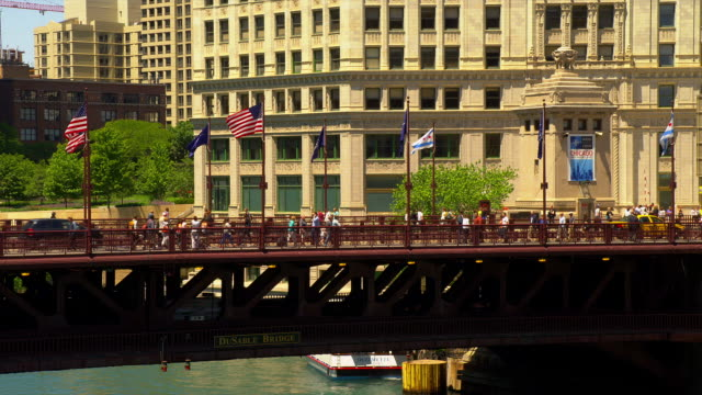 pedestrians and traffic cross the dusable bridge in chicago. - dusable bridge stock videos & royalty-free footage