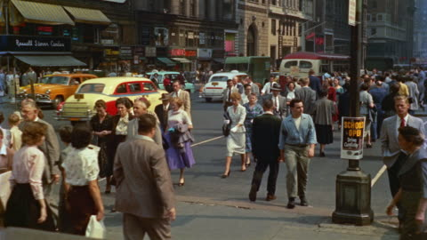 vidéos et rushes de 1955 montage pedestrians and traffic in 42nd and 5th avenue, new york city, new york, usa - 1955