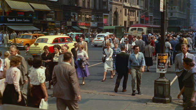 vídeos de stock, filmes e b-roll de 1955 montage pedestrians and traffic in 42nd and 5th avenue, new york city, new york, usa - 1950