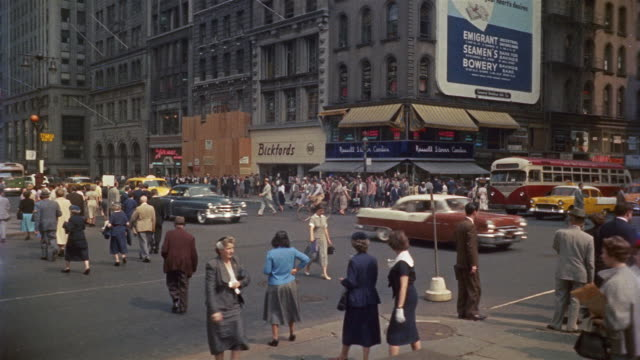 vídeos de stock, filmes e b-roll de 1955 ws pedestrians and traffic in 42nd and 5th avenue, new york city, new york, usa - 1950