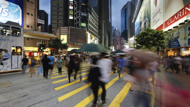 pedestrians and traffic on hennessy road near times square, wan chai, hong kong island, hong kong, china, time-lapse - wanchai stock videos and b-roll footage