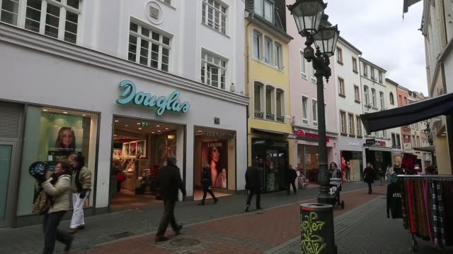 pedestrians carry shopping bags through a pedestrianised high street in bonn germany on thursday feb 26 gvs of pedestrians and shops in bonn - nordeuropäischer abstammung stock-videos und b-roll-filmmaterial