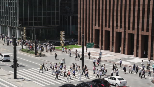 ms, ha pedestrians cross av paulista in one of sao paulo's business centres / sao paulo, brazil - avenida paulista stock videos & royalty-free footage
