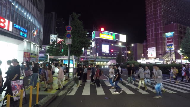 pedestrians crossing a street in a busy business district in tokyo, japan. - (war or terrorism or election or government or illness or news event or speech or politics or politician or conflict or military or extreme weather or business or economy) and not usa点の映像素材/bロール