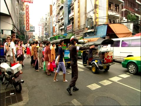 ms pedestrians crossing busy street, bangkok, thailand - auto rickshaw stock videos & royalty-free footage