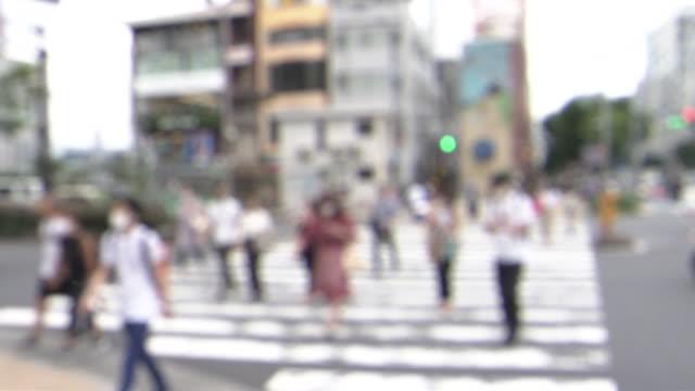pedestrians crossing crosswalk, tokyo, japan - minato ward stock videos & royalty-free footage