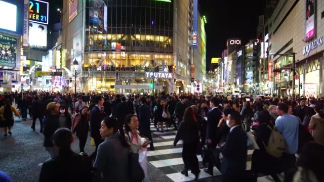 pedestrians crosswalk at shibuya district in tokyo - shibuya ward stock videos & royalty-free footage