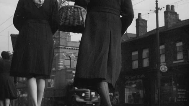 montage pedestrians, double decker bus, tram and auto traffic flowing along cobblestoned street, line of rowhouses with streetlamps, large smokestacks blowing smoke / manchester, england, united kingdom - 1948 stock-videos und b-roll-filmmaterial