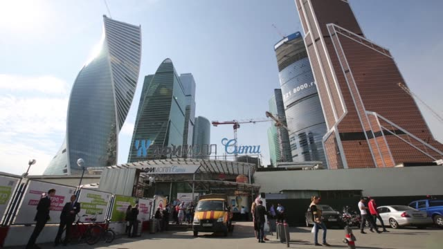 vídeos de stock, filmes e b-roll de pedestrians exit a metro station in the moscow international business center also known as moscow city in the financial district of moscow russia on... - produto interno bruto
