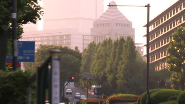 vidéos et rushes de pedestrians' legs and the national diet, tokyo, japan - politique et gouvernement