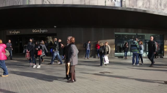 Pedestrians on a high street in Barcelona Spain on Tuesday Dec 27 HM Apple store