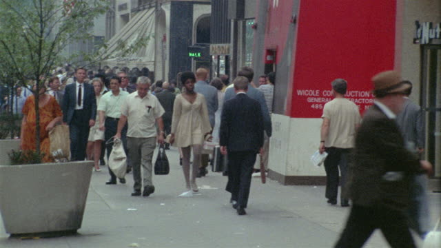 1969 ws pedestrians on busy manhattan sidewalk / new york city, new york - anno 1969 video stock e b–roll