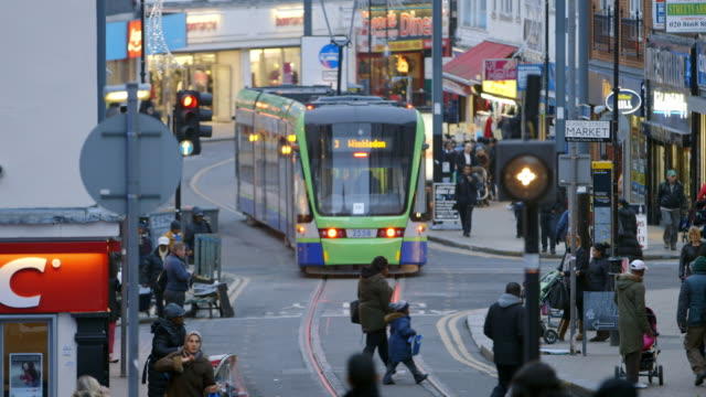 ws pedestrians on croydon high street in croydon / london, england, united kingdom - ロンドン クロイドン点の映像素材/bロール