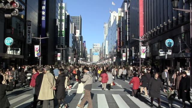 WS ZI Pedestrians on Public Holiday afternoon on Ginza / Tokyo, Japan